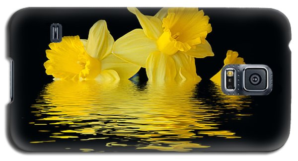 Galaxy S5 Case featuring the photograph Floating Daffodils  by Geraldine Alexander
