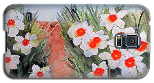 Galaxy S5 Case featuring the painting Daffodils by Sandy McIntire