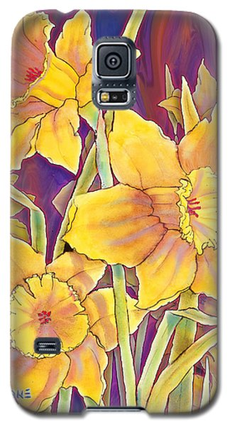 Galaxy S5 Case featuring the mixed media Daffodils by Teresa Ascone
