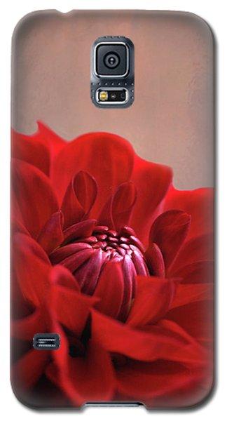 Dahlia Dalliance  Galaxy S5 Case by Marion Cullen