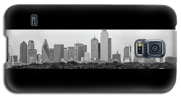 Galaxy S5 Case featuring the photograph Dallas In Black And White by Jonathan Davison