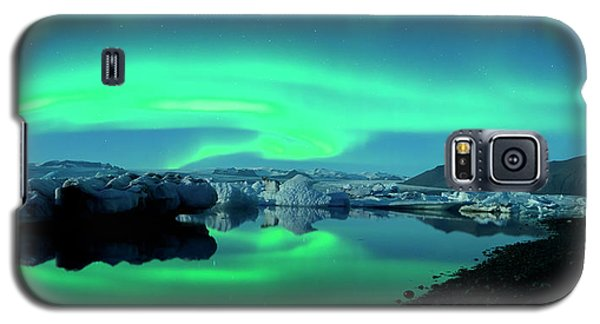 Galaxy S5 Case featuring the photograph Dancing Auroras Jokulsarlon Iceland by Brad Scott