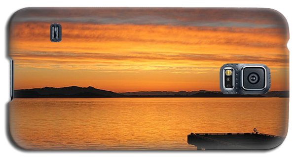 Galaxy S5 Case featuring the photograph Dawn In The Sky At Dusavik by Charles Morrison