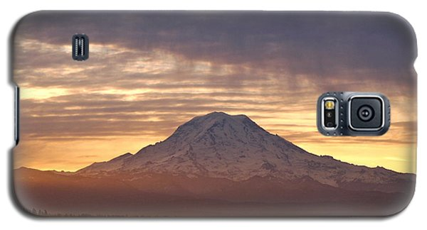 Dawn Mist About Mount Rainier Galaxy S5 Case by Sean Griffin