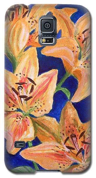 Galaxy S5 Case featuring the painting Day Lilies by Laura Aceto