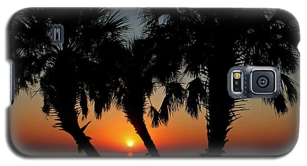 Galaxy S5 Case featuring the photograph Daybreak by Judy Vincent