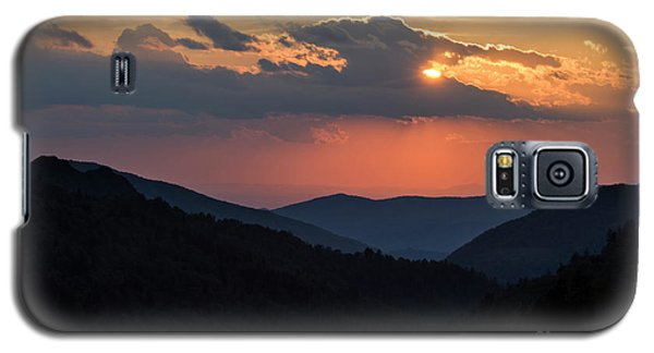 Galaxy S5 Case featuring the photograph Days End In The Smokies - D009928 by Daniel Dempster