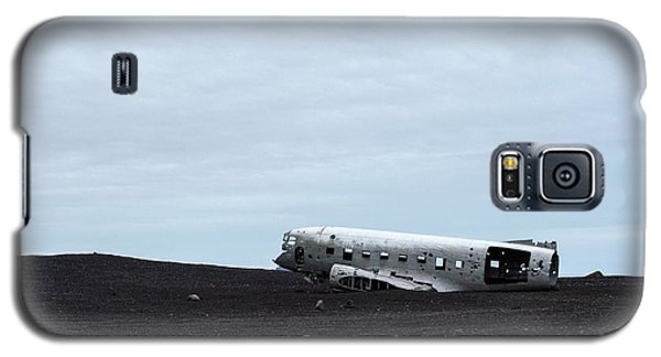 Galaxy S5 Case featuring the photograph Dc-3 Plane Wreck Iceland by Brad Scott