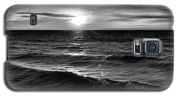 December 20-2016 Sunrise At Oro Station Bw  Galaxy S5 Case by Lyle Crump