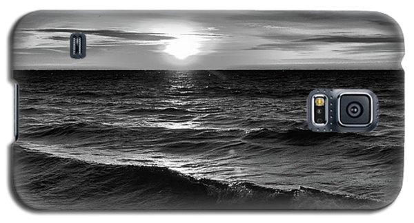 December 20-2016 Sunrise At Oro Station Bw  Galaxy S5 Case
