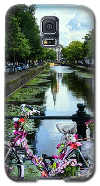 Galaxy S5 Case featuring the photograph Canal And Decorated Bike In The Hague by RicardMN Photography