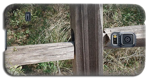 Galaxy S5 Case featuring the photograph Decorative View - Central Texas Fence Line by Ray Shrewsberry