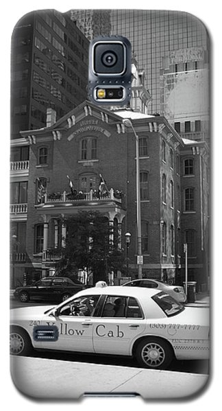 Denver Downtown With Yellow Cab Bw Galaxy S5 Case by Frank Romeo