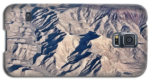 Galaxy S5 Case featuring the photograph Desert Mountain Road by Linda Phelps