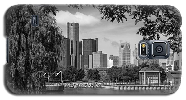 Detroit Skyline And Marina Black And White  Galaxy S5 Case