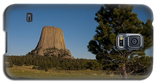 Galaxy S5 Case featuring the photograph Devil's Tower by Gary Lengyel