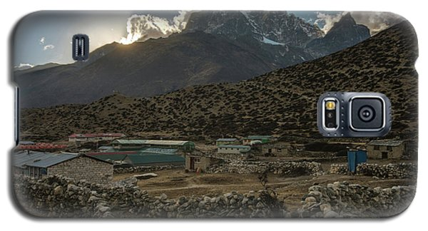 Galaxy S5 Case featuring the photograph Dingboche Evening Sunrays by Mike Reid