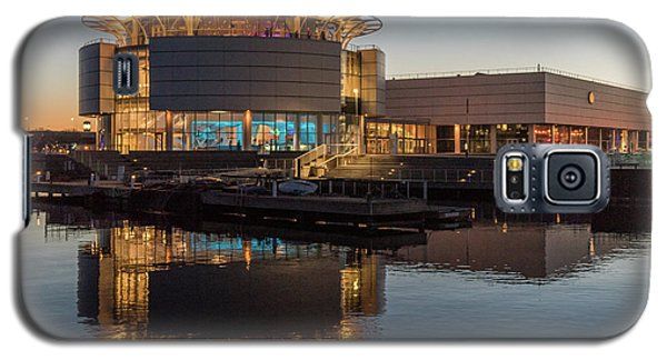 Galaxy S5 Case featuring the photograph Discovery World by Randy Scherkenbach
