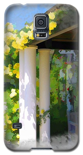 Galaxy S5 Case featuring the photograph Do-00137 Yellow Roses by Digital Oil