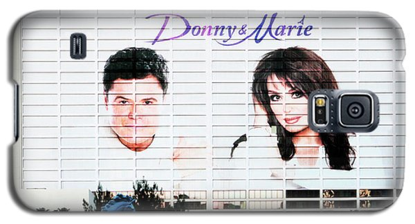 Donny And Marie Osmond Large Ad On Hotel Galaxy S5 Case