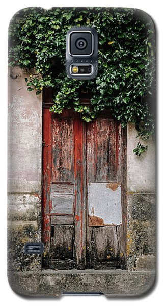 Galaxy S5 Case featuring the photograph Door Covered With Ivy by Marco Oliveira