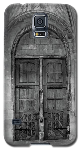 Galaxy S5 Case featuring the photograph Poissy, France - Doors From Within, Notre-dame De Poissy by Mark Forte