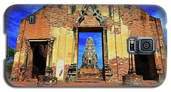 Doorway To Wat Ratburana In Ayutthaya, Thailand Galaxy S5 Case
