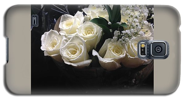 Galaxy S5 Case featuring the photograph Dozen White Bridal Roses by Richard W Linford