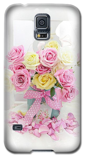 Galaxy S5 Case featuring the photograph Dreamy Shabby Chic Pink Yellow Roses On White Chair - Vintage Pastel Cottage Pink Roses Home Decor by Kathy Fornal