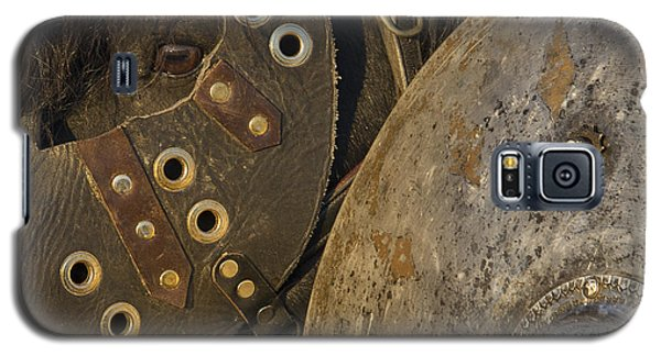 Galaxy S5 Case featuring the photograph Dressed For Battle D6722 by Wes and Dotty Weber
