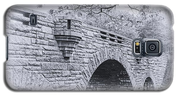 Duck Brook Bridge In Black And White Galaxy S5 Case