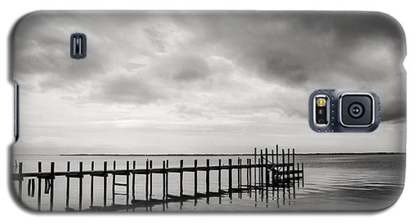Duck Pier In Black And White Galaxy S5 Case