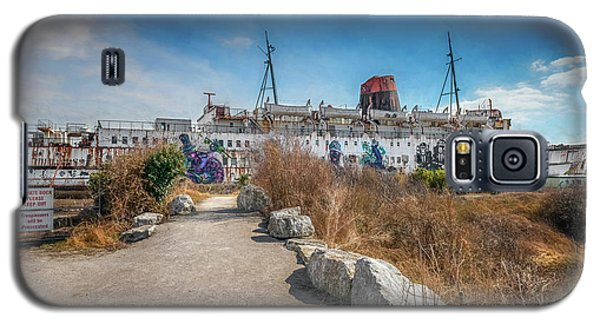 Galaxy S5 Case featuring the photograph Duke Of Lancaster Graffiti by Adrian Evans