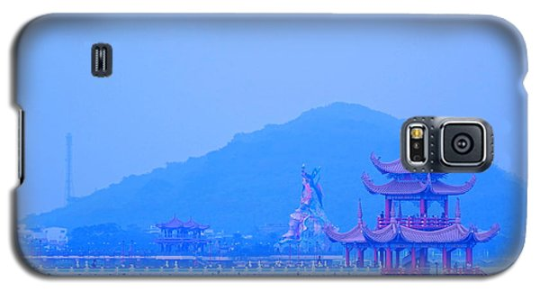 Galaxy S5 Case featuring the photograph Early Morning At The Lotus Lake by Yali Shi