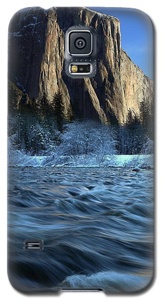 Galaxy S5 Case featuring the photograph Early Morning Light On El Capitan During Winter At Yosemite National Park by Jetson Nguyen