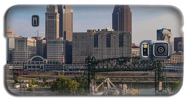 Early Morning Transport On The Cuyahoga River Galaxy S5 Case