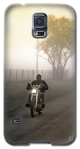 Early Rider In Fog Galaxy S5 Case by Robert Frederick