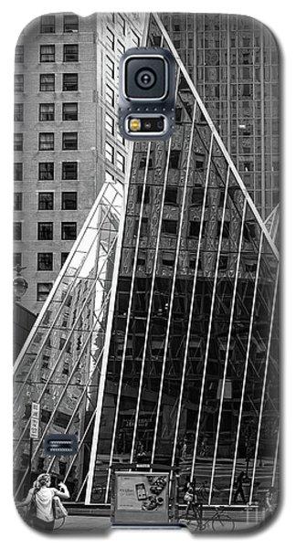 East 42nd Street, New York City  -17663-bw Galaxy S5 Case