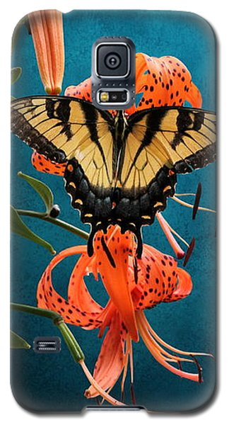 Eastern Tiger Swallowtail Butterfly On Orange Tiger Lily Galaxy S5 Case