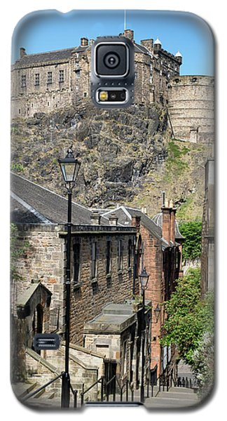 Galaxy S5 Case featuring the photograph Edinburgh Castle From The Vennel by Jeremy Lavender Photography