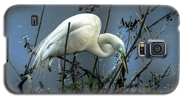 Galaxy S5 Case featuring the photograph Egret Under Marina Lights by Robert Frederick