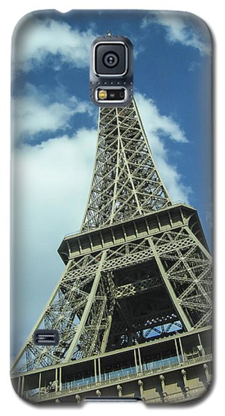 Galaxy S5 Case featuring the photograph Eiffel Tower by Allen Sheffield