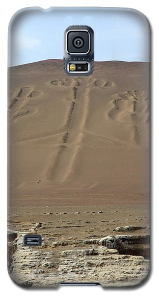 Galaxy S5 Case featuring the photograph El Candelabro by Aidan Moran