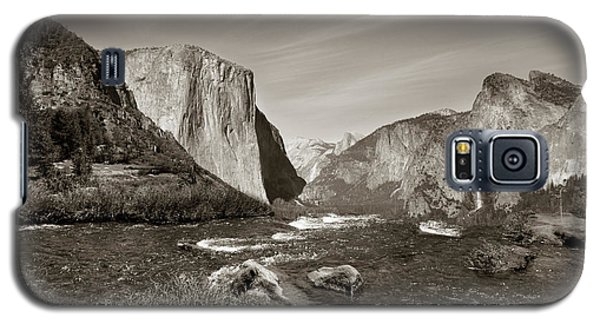 Galaxy S5 Case featuring the photograph El Capitan by Joseph G Holland