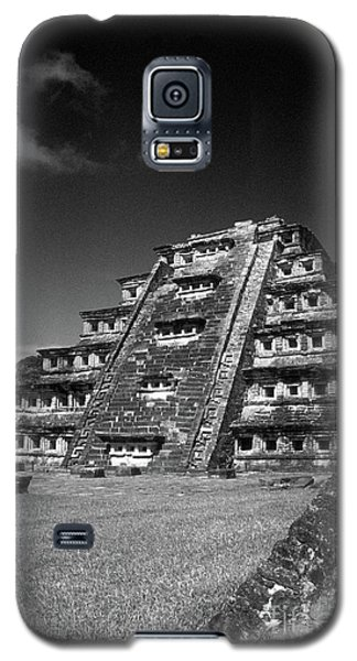 El Tajin Pyramid Veracruz Mexico Galaxy S5 Case by John  Mitchell
