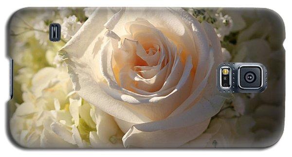 Elegant White Roses Galaxy S5 Case by Cynthia Guinn
