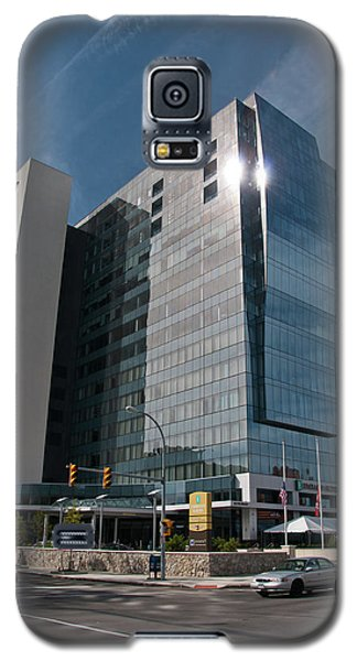 Galaxy S5 Case featuring the photograph Embassy Suites 2916 by Guy Whiteley