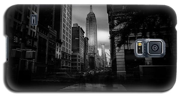 Galaxy S5 Case featuring the photograph Empire State Building Bw by Marvin Spates