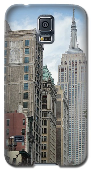 Galaxy S5 Case featuring the photograph Empire State Building by Wilko Van de Kamp