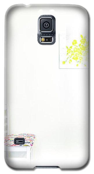 Empty Chair With Yellow Roses Galaxy S5 Case